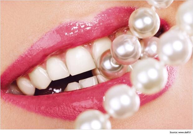 Professional-Makeup-Whitening-Teeth