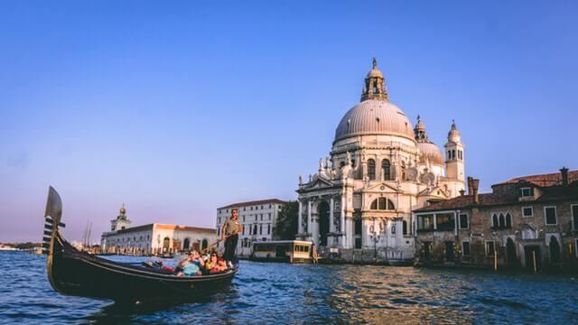 riding-a-beautiful-gondola-at-venice